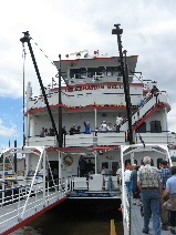 Boarding_Riverboat_for_Cruise