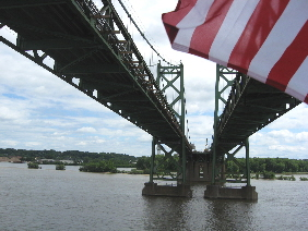 Riverboat_under_Centennial_Bridge